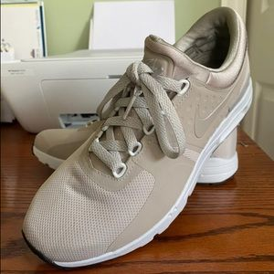 Nude Nike air size 9.5